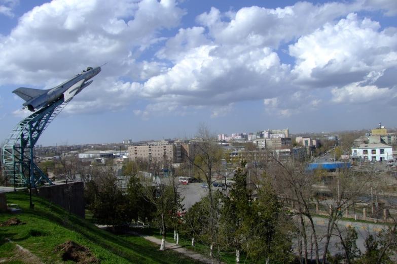 Памятник летчикам в Шымкенте