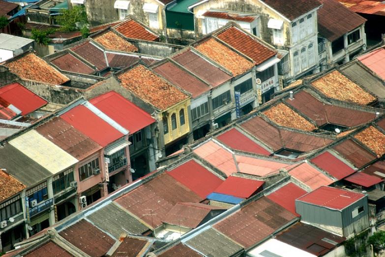 Крыши Джорджтауна с обзорной площадки башни Комтар