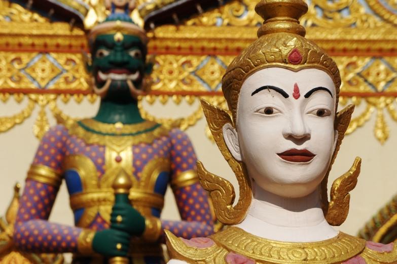 Скульптуры в тайском храме Дхаммикарама
