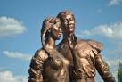 Памятник влюбленным в Астане