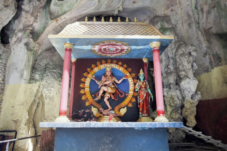 Танцующий Шива в пещерах Бату