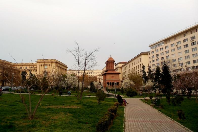 Парк возле церкви Крецулесску