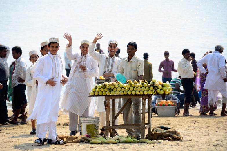 Продавцы кукурузы на пляже Чоупатти