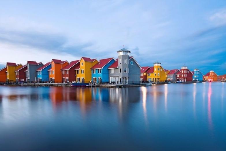 Яркие домики