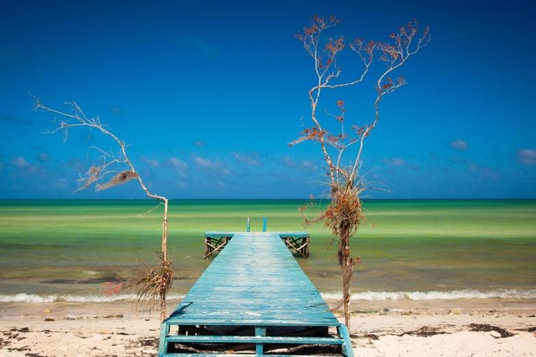 Пирс на пляже Фламенко