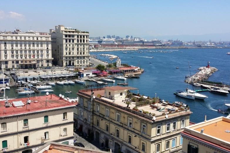 Роскошные отели около гавани