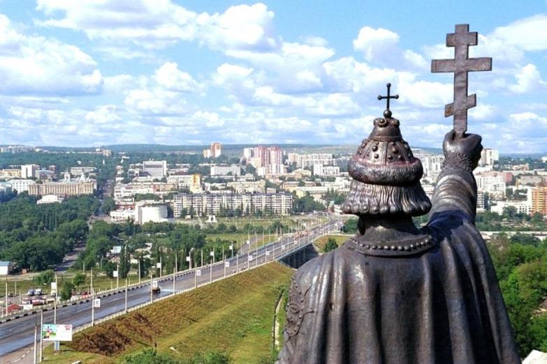 Памятник князю Владимиру и панорама Белгорода