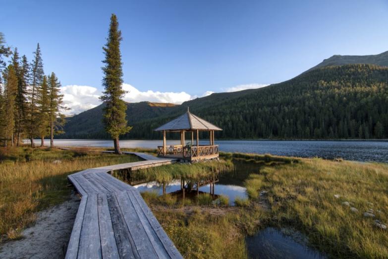 Горное озеро в Казахстане