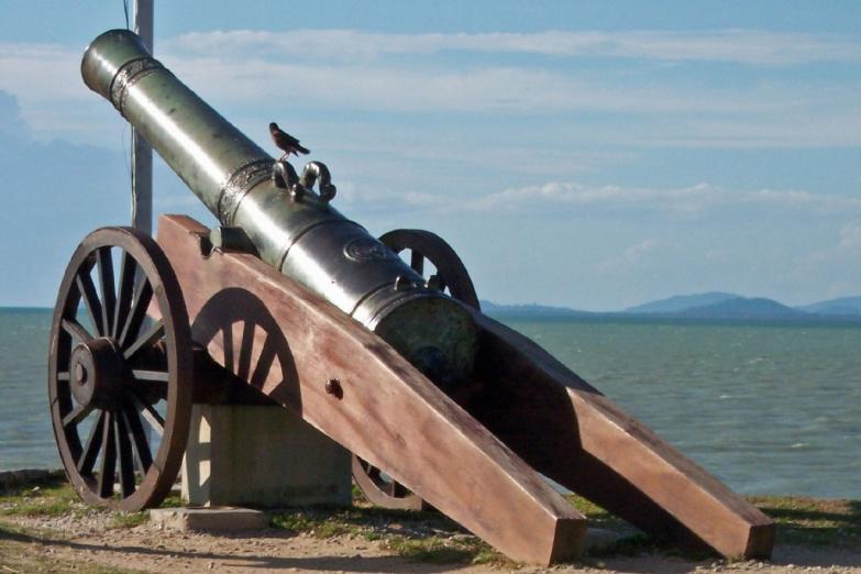 Старинная пушка в форте Корнвэлис