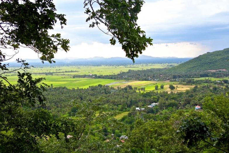 Вид с вершины горы Phnom Sampeu