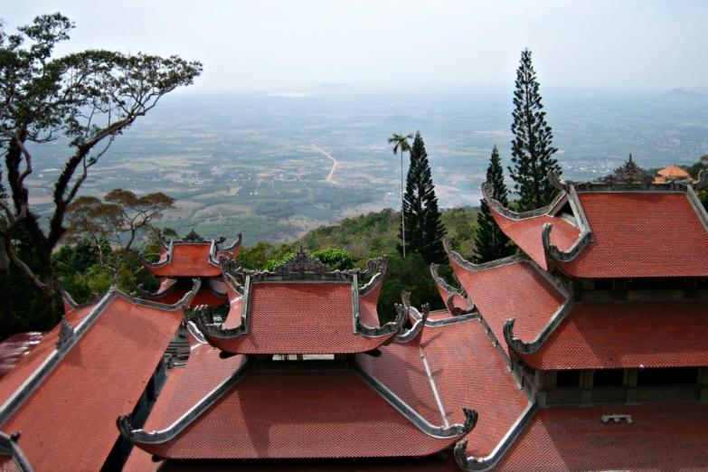 Вид с пагоды на горе Та Ку