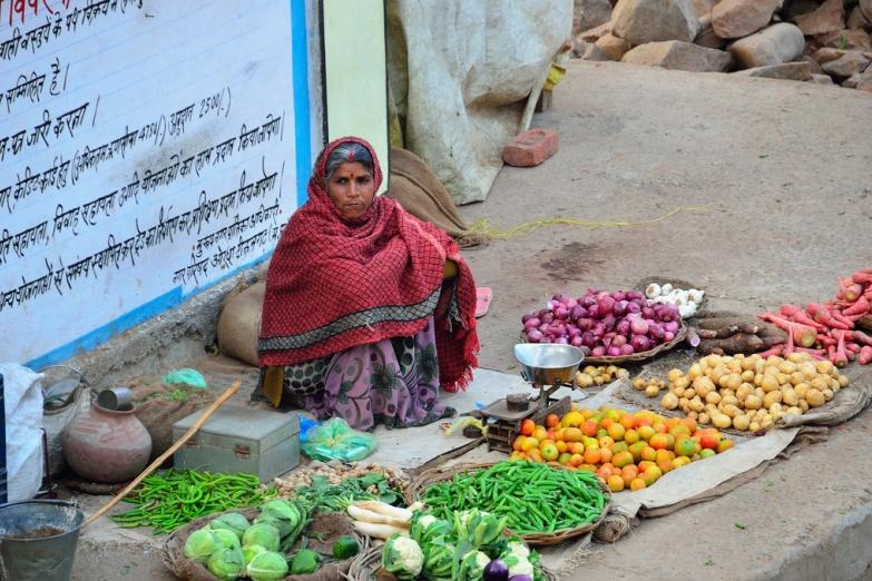 Уличный рынок в городе Орчха