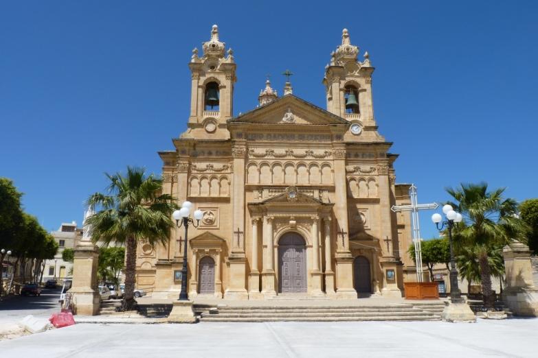 Церковь в деревне Ала
