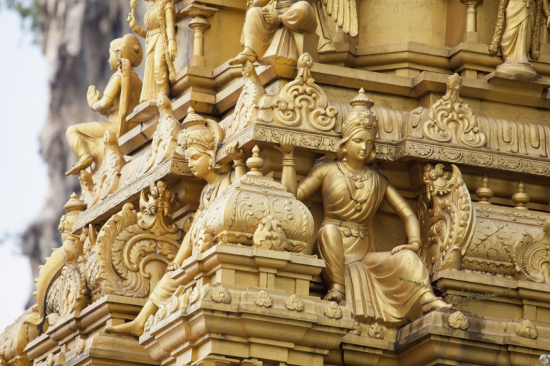 Деталь убранства храма Sri Mahamariamman в пещерах Бату