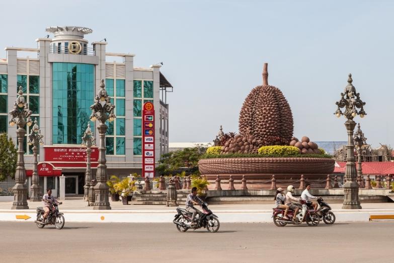 Памятник дуриану – символ города Кампот