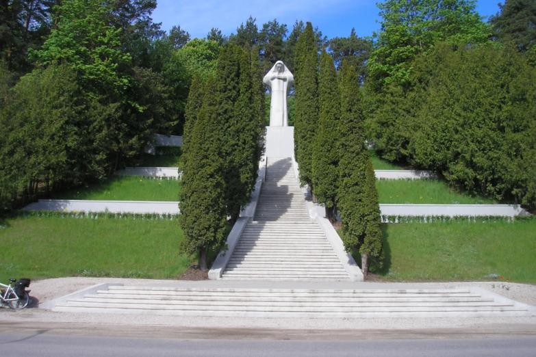 Тукумс, монументРодина