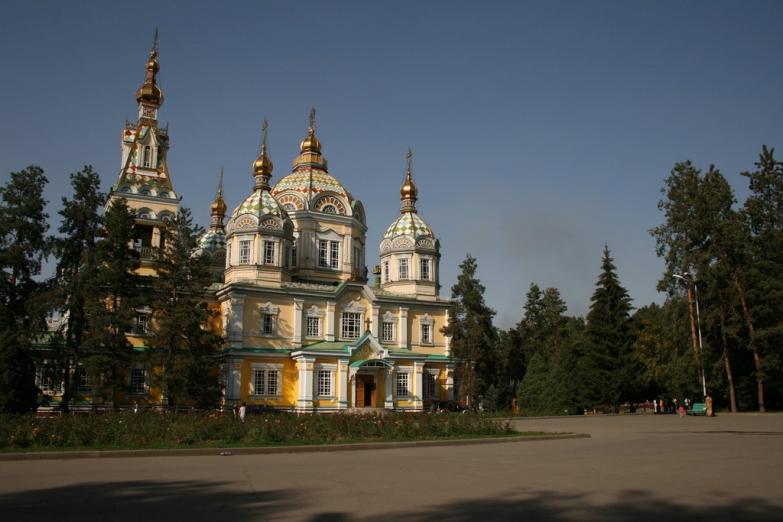 Вид на вознесенский собор Алма-Аты