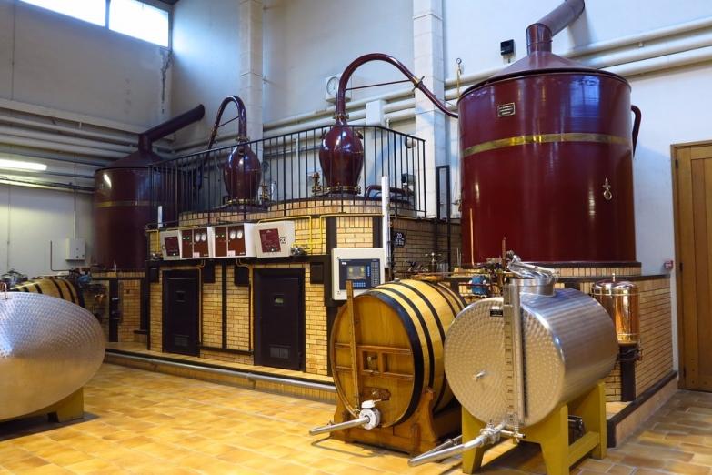 Аппарат на производстве в Коньяке