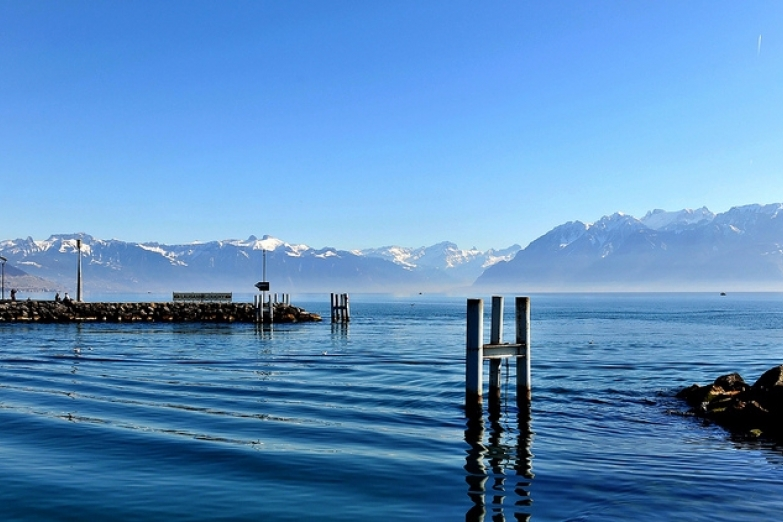 Вид на Женевское озеро с набережной Уши (Ouchy)