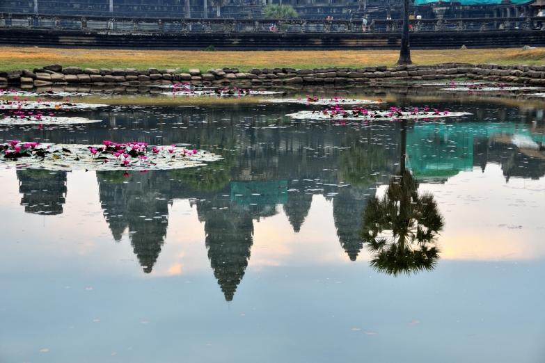 Отражение храма Ангкор-Ват
