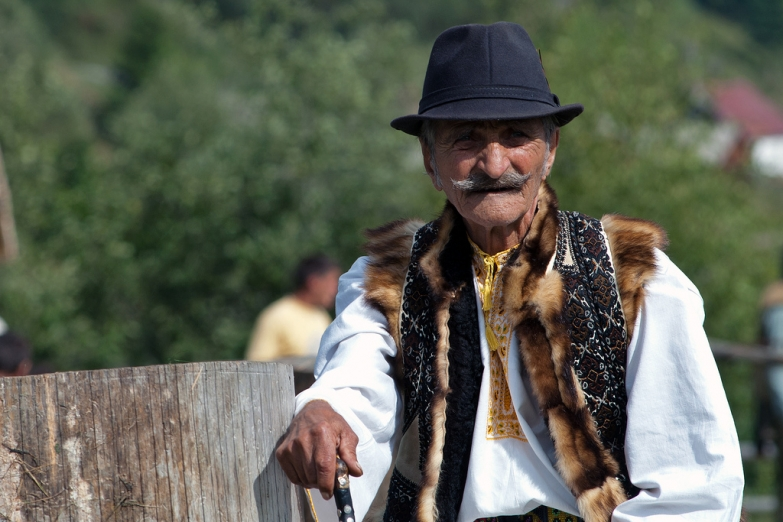 Румын в традиционной одежде