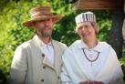 Латыши в национальных костюмах