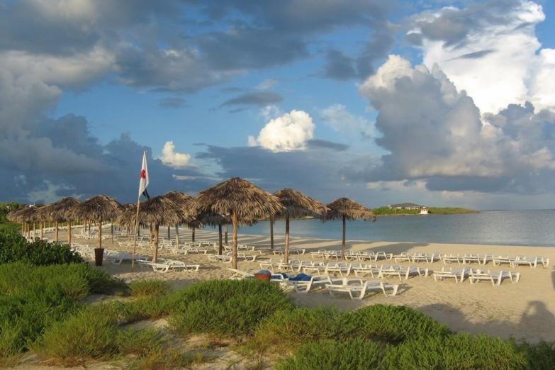 Пляжные хижины на острове Кайо-Коко