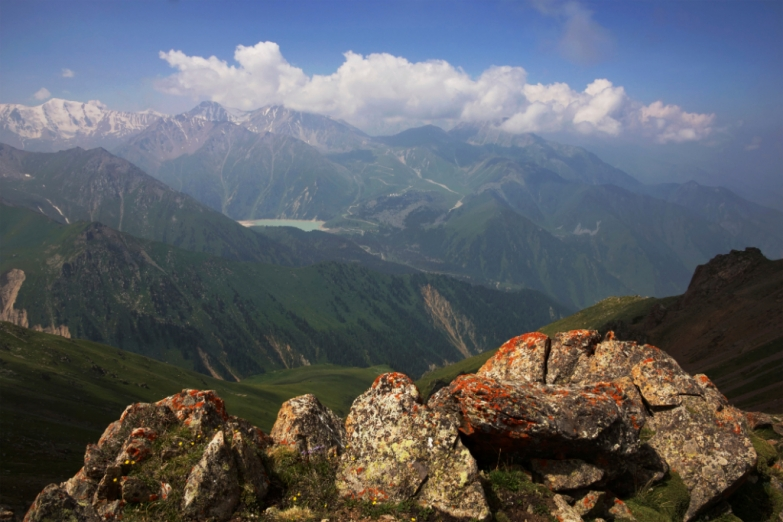 Горное озеро в Тянь-Шане