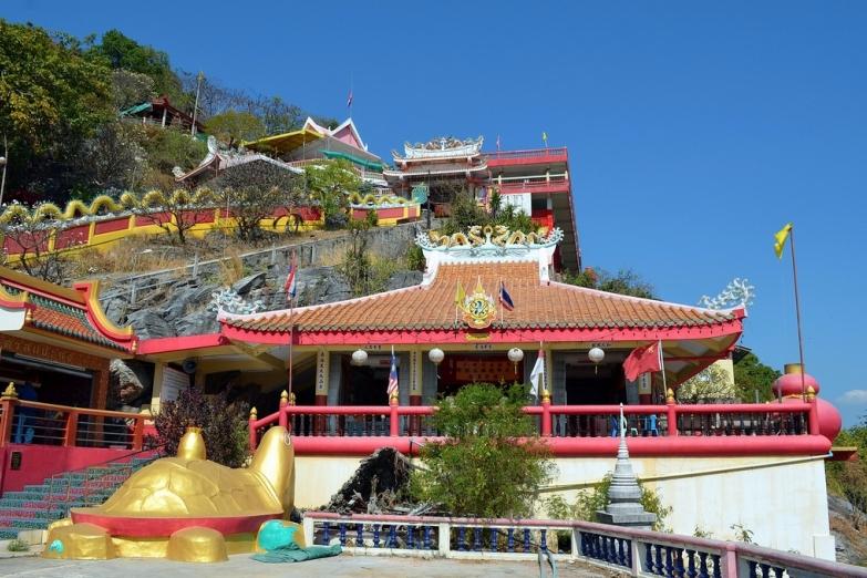 Китайский храм Saan Chao Pho Khao Yai