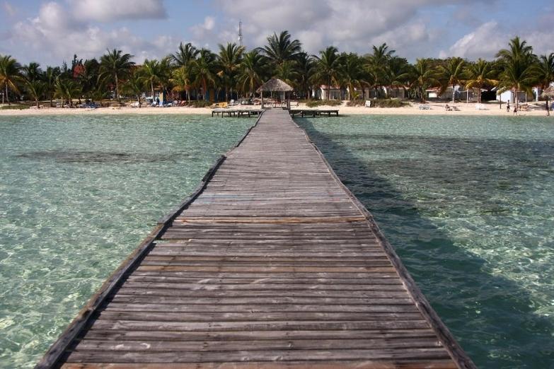 Вид на пляж острова Кайо-Коко