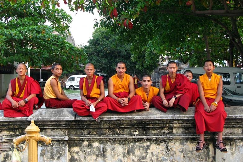 Группа монахов из Непала