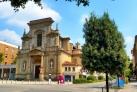 Одна из красивых церквей Бергамо