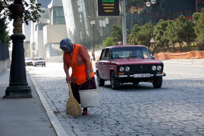 Уборка улиц в Баку