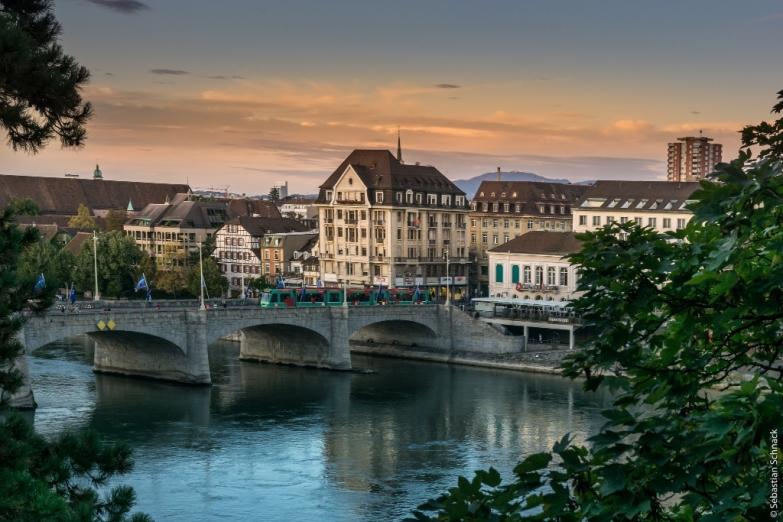 Вид Базеля с Рейна