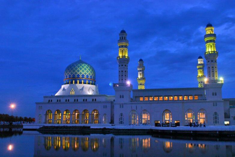 Городская мечеть города Кота-Кинабалу на Борнео