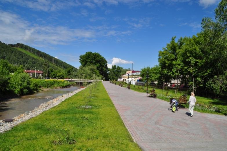 Набережная в Горно-Алтайске