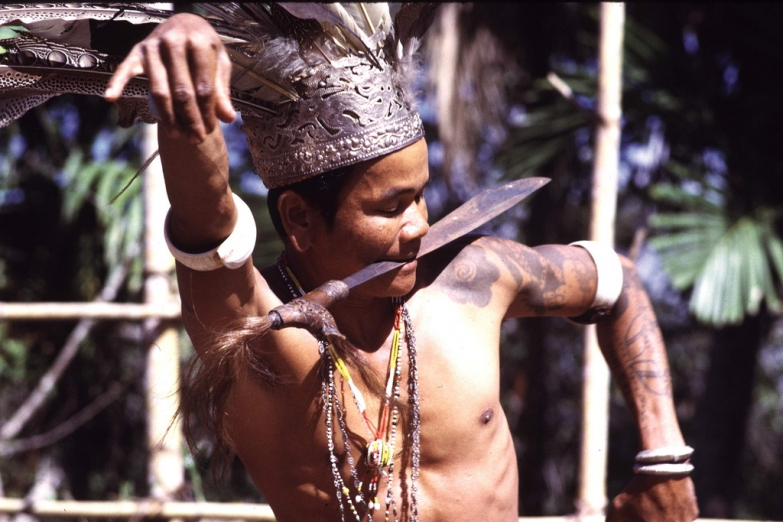 Традиционный танец аборигенов Борнео даяков
