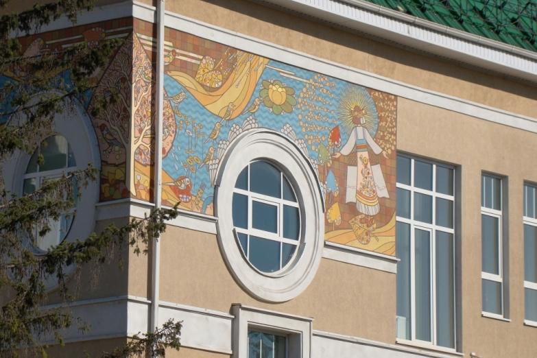 Мозаика на стене Белгородского художественного музея
