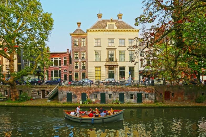 Водная прогулка по городским каналам
