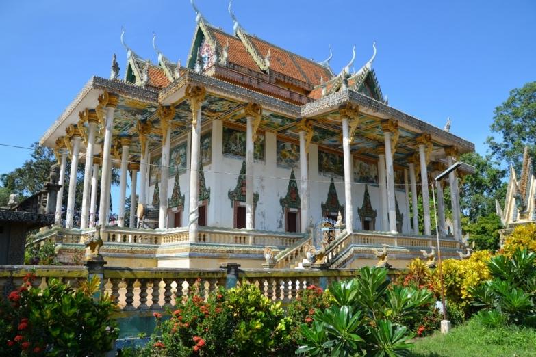 Wat Ek Phnom. Новый храм