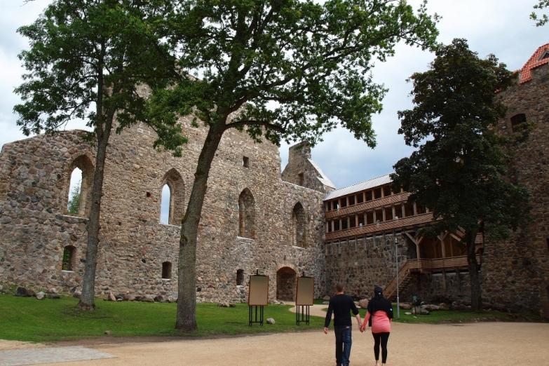 Средневековый замок Сигулды