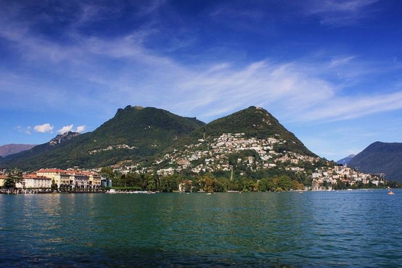 Панорама города с озера Лугано