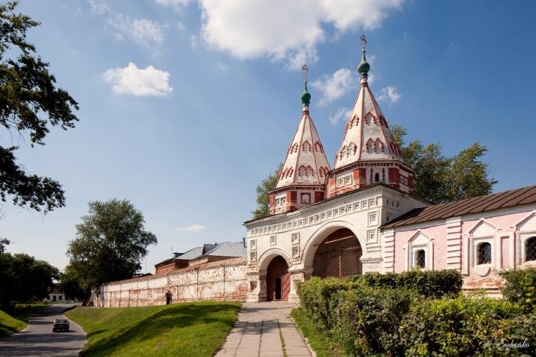 Святые ворота Кремля в Суздале
