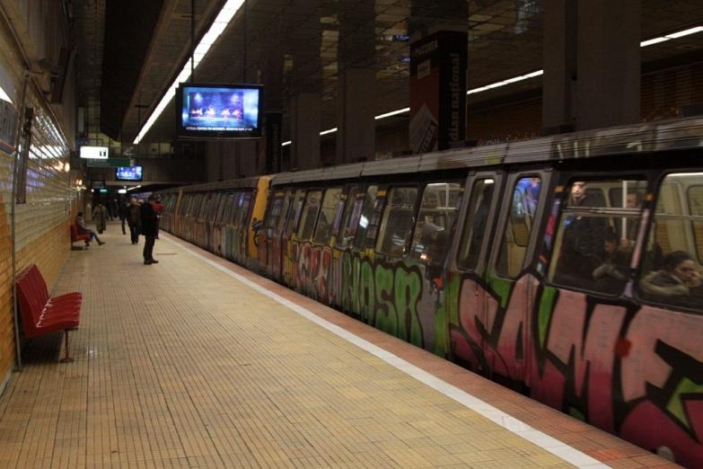 Графити на вагонах метро