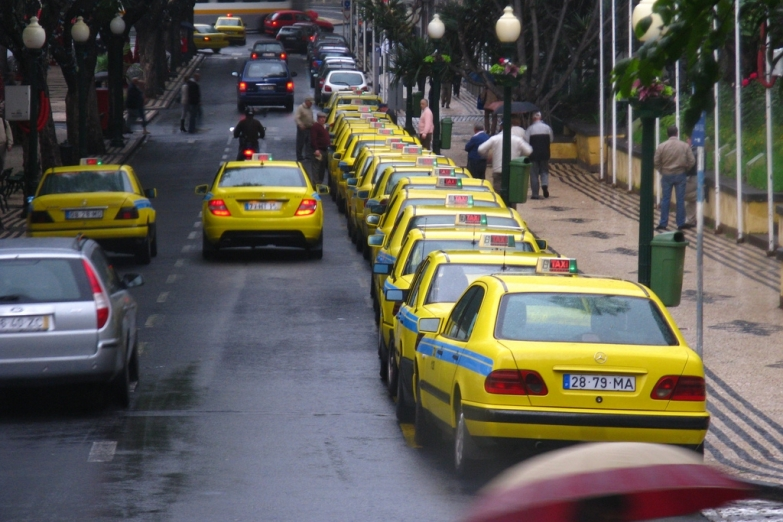 Желтое такси на Мадейре