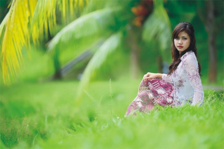 Красавица в традиционном наряде кебайя