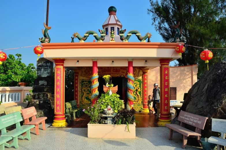 Яркая пагода Као Дай