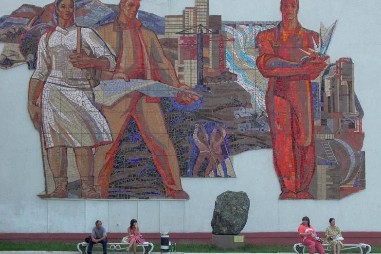 Мозаика на стенах в Караганде