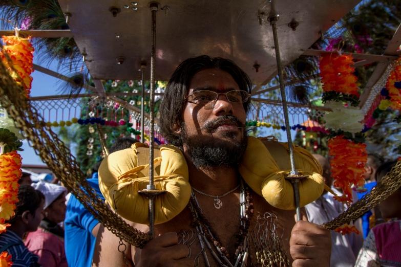 Церемония кавади на празднике Тайпусам