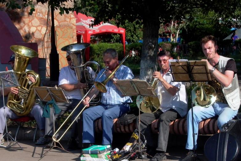 Уличные музыканты в Караганде